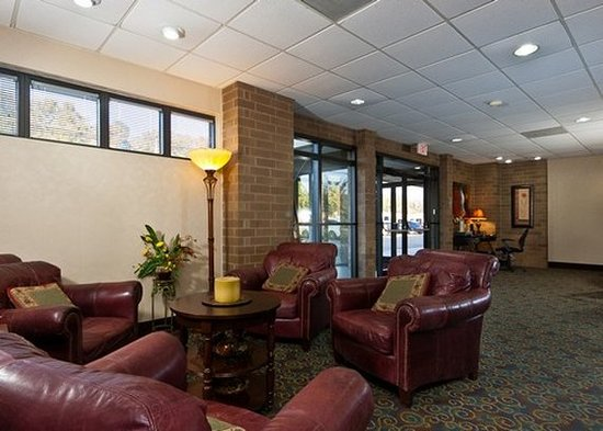 Quality Inn: Lobby sitting area