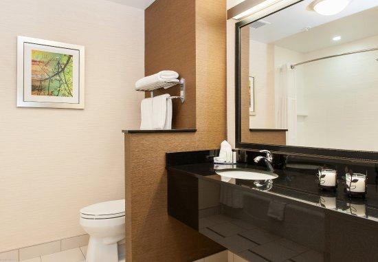Vernon, Canada: Guest Bathroom