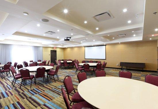 Vernon, Canadá: Swan Lake Meeting Room - Reception Setup
