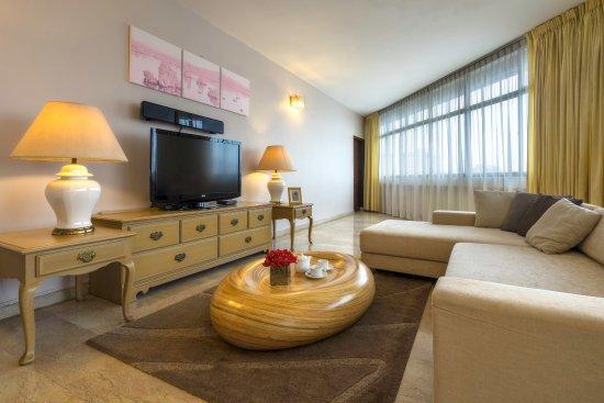 Far East Plaza Residences by Far East Hospitality : Far East Plaza Residences 3BR PH Living