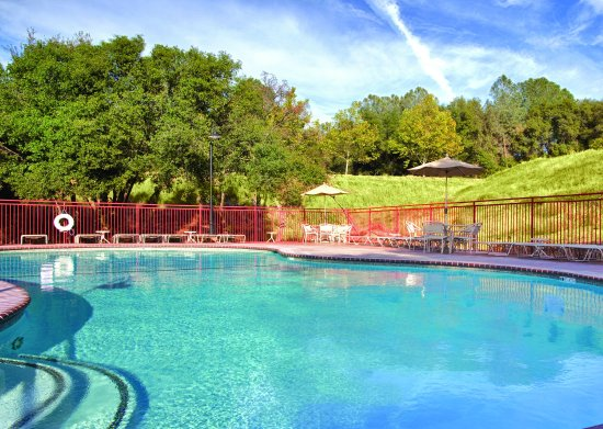 Angels Camp, CA: Outdoor Swimming Pool