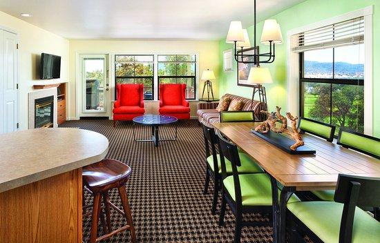 Angels Camp, CA: Three-Bedroom Suite Living Area