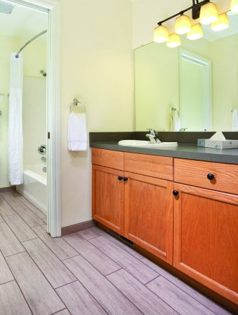Angels Camp, Καλιφόρνια: Three-Bedroom Suite Bathroom