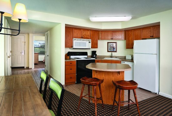Angels Camp, Καλιφόρνια: Three-Bedroom Suite Kitchen