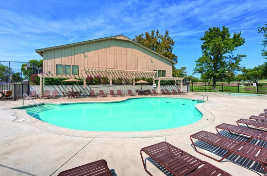 Afton, OK: Outdoor Swimming Pool