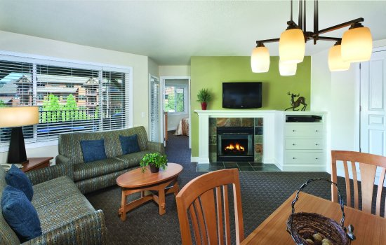 Harrison, ID: Three-Bedroom Condo Living Area