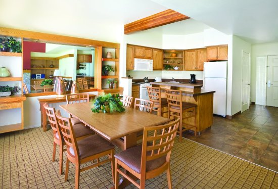 Redmond, Орегон: Two_Bedroom_Dining_Area
