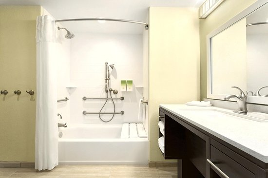 Home2 Suites by Hilton Pittsburgh / McCandless, PA: Accessible Bathroom Tub and Shower