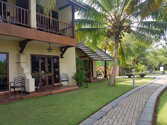 The Zuri Kumarakom: Ground floor rooms have sit out and first floor has a  balcony