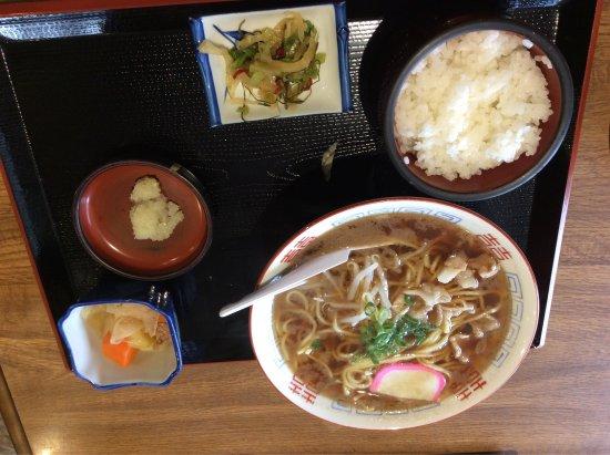 御坊市, 和歌山県, 綺麗になったことぶき食堂。 昔の方が昭和感たっぷりで個人的には好きでしたが。 新しくなったらなったで、新しいのもええな〜と感じる。 ここの中華そば。やはり鉄板な美味さでした。 おでんも最高に美