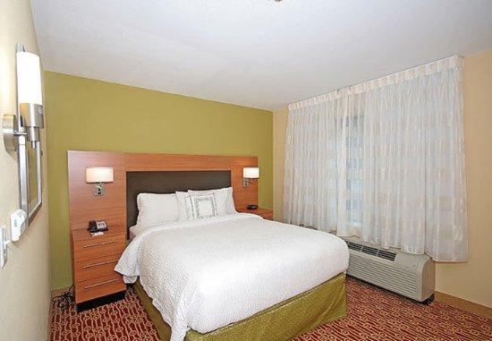 Aiken, Carolina del Sur: One-Bedroom Queen Suite   Sleeping Area