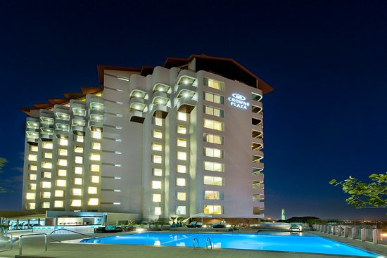 Crowne Plaza Santo Domingo: Hotel and Pool Area - Night View