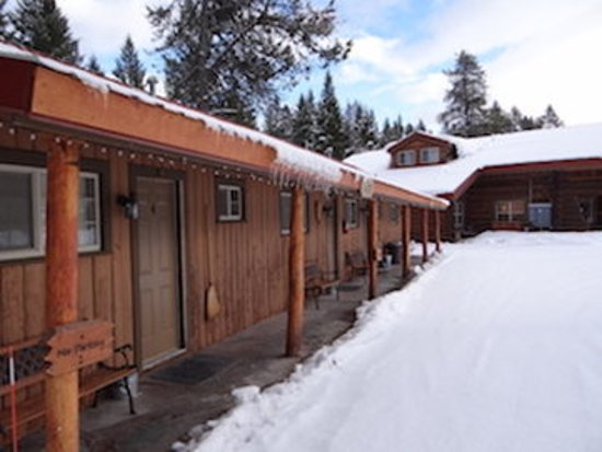 Historic Tamarack Lodge: UCExteriorwith Lodge