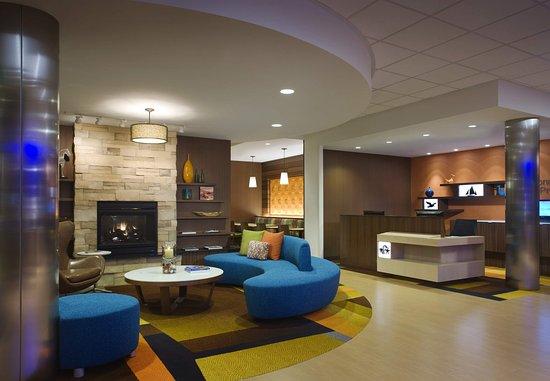 Тастин, Калифорния: Lobby Seating Area