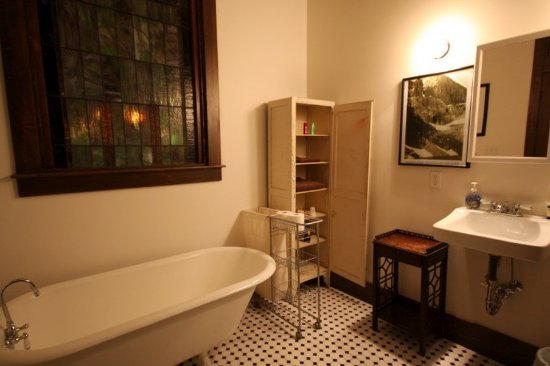 Charleston, IL: Bath