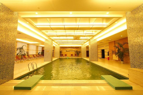 Qinzhou, China: Pool
