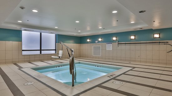 Woburn, MA: Whirlpool Spa is open from 8am-10pm daily
