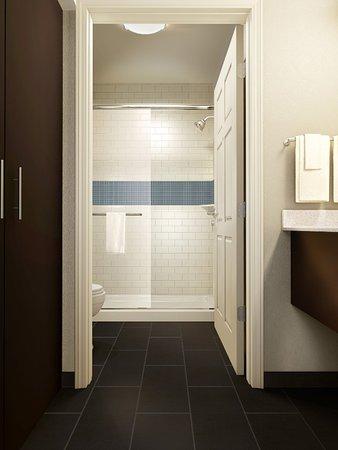 Marquette, MI: Guest Bathroom