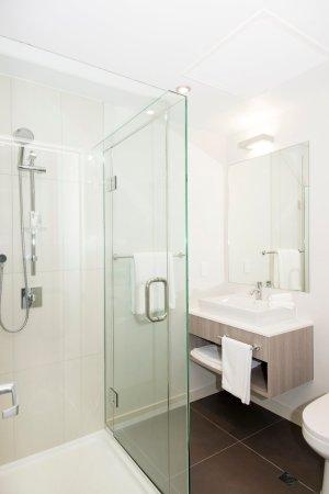 Quest Highbrook : Bathroom