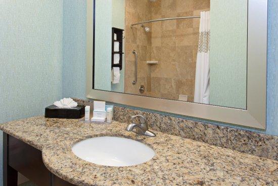 Hawthorne, CA: Guest Room Bath