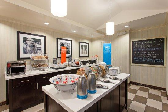 Hawthorne, CA: Complimentary breakfast buffet