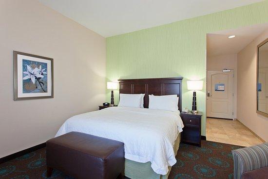 Hawthorne, CA: King Guestroom