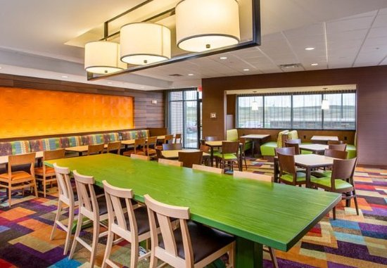 Fairfield Inn & Suites Sioux Falls Airport: Dining Area