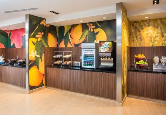 Fairfield Inn & Suites Sioux Falls Airport: Breakfast Buffet