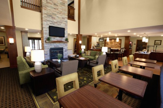 Corona, CA: Guest Dining Lounge