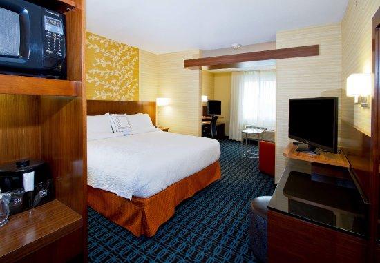 Wentzville, MO: King Suite Sleeping Area