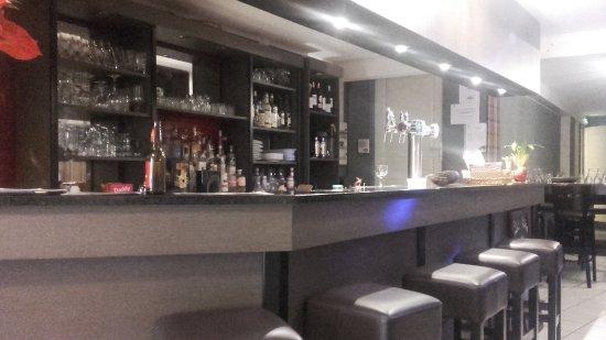 Noyon, France: Le bar.