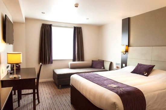 Premier Inn Gosport Hotel : Bedroom