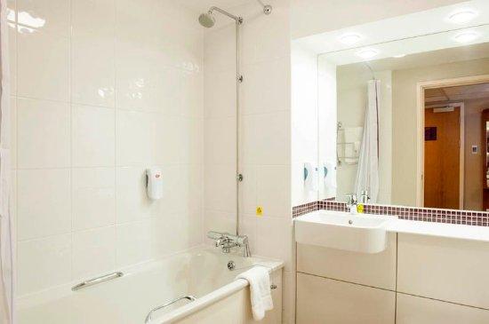 Premier Inn London Bank (Tower) Hotel: Bathroom