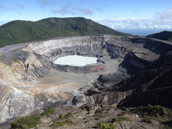 Национальный парк Поас-Волькано, Коста-Рика: Onbewolkte krater.