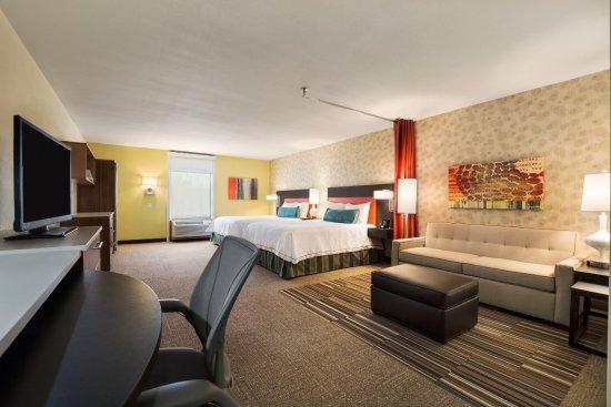 Henrietta, NY: 2 Queen Accessible Studio Suite