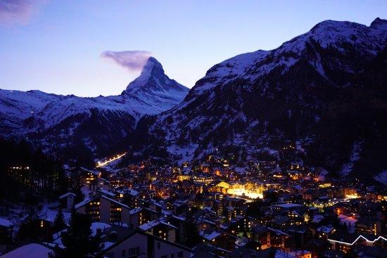 Le Cervin (Matterhorn) : Pemandangan Matherhoen ketika sunset