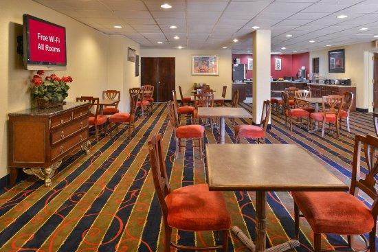 breakfast area picture of red roof inn suites newark. Black Bedroom Furniture Sets. Home Design Ideas
