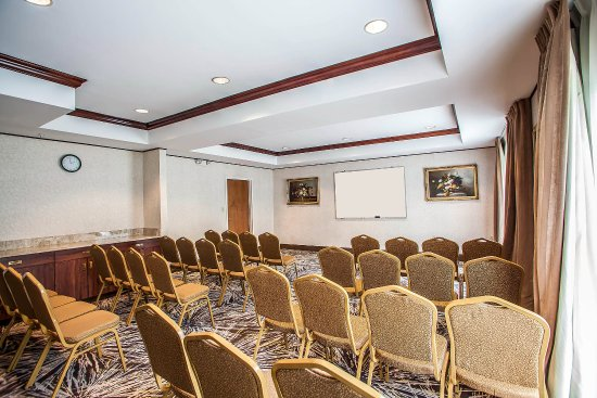 North Brunswick, NJ: Meeting Room