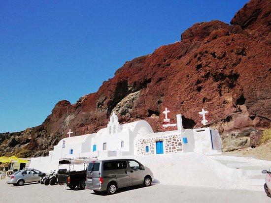 Red Beach: パーキングにある教会