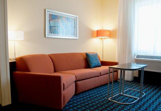 Urbandale, IA: Suite Living Area