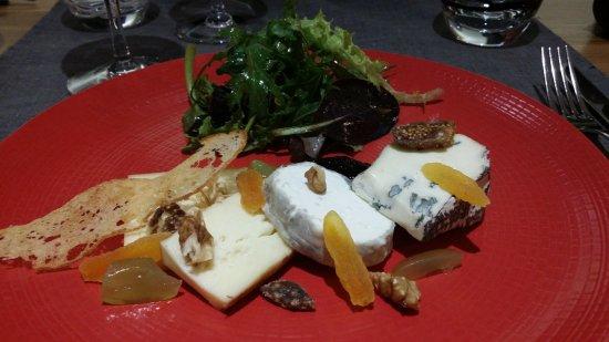 Vertou, France: Assiettes de fromages fermiers