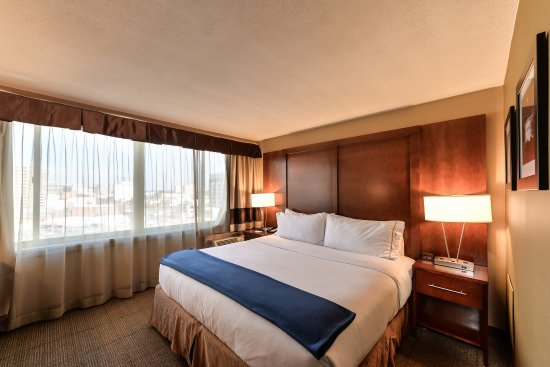 Silver Spring, MD: King Bed Guest Room