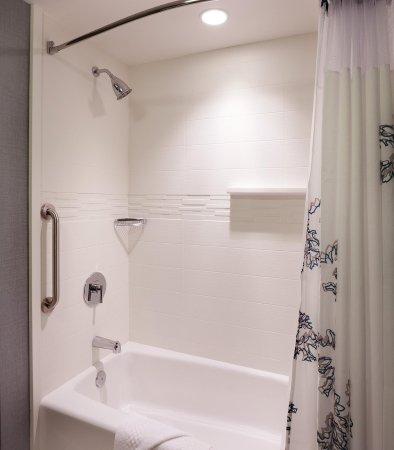 Murray, UT: Suite Bathroom   Tub/Shower Combination