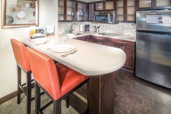 Chandler, AZ: Each suite includes a fully equipped kitchen