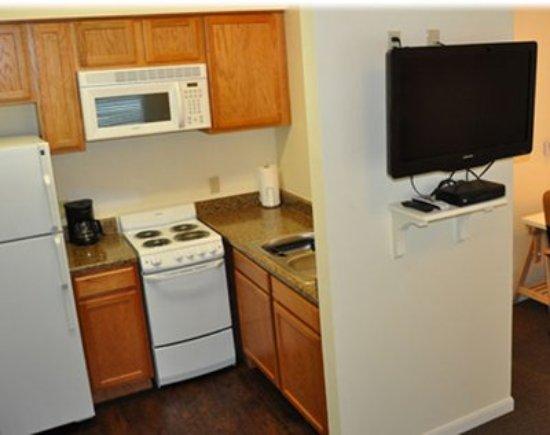 Center, TX: Living Area & Kitchen