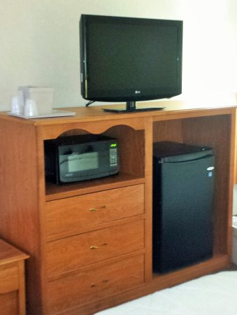 New Victorian Inn & Suites: Cabinet