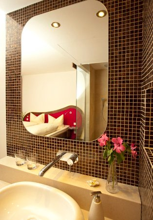 Cocoon Stachus: Bathroom