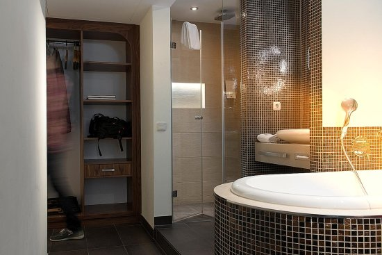 Cocoon Stachus: Bathroom3