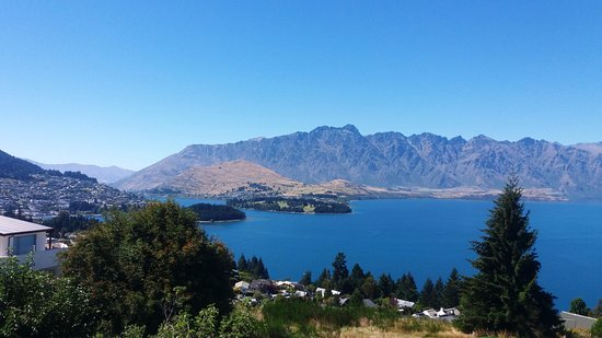 Aspen Hotel Queenstown: View from the deck, amazing.