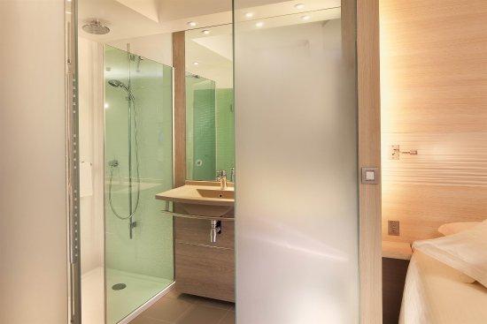 Лё Меснил Амело, Франция: Suite Bathroom